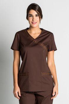 13005c9bb71 Blouse tunique médicale marron stretch de DYNEKE est vendu sur la boutique  mylookpro.com dans