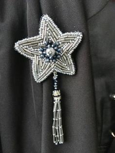 Брошь звезда из бисера