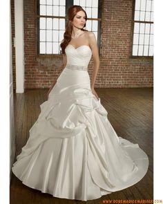 Style 4863 belle robe de mariée sans bretelle col en cœur décorée de pli satin