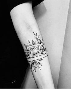 I put the four leaf clover and it looks perfect &; New Tattoo Models I put the four leaf clover and it looks perfect &; New Tattoo Models Vanessa Becher Tattoos I put […] tattoo band Form Tattoo, Tattoo Band, Shape Tattoo, Thigh Band Tattoo, Tattoo Bracelet, Arm Cuff Tattoo, Armband Tattoo, Floral Tattoo Design, Flower Tattoo Designs