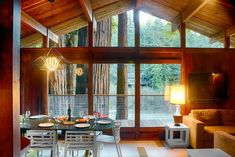 """Lucky Bend Lookout, a true Mid-Century gem located 20 minutes off the Sonoma coast. This Feature Friday set right on the Russian River has COUNTLESS amenities and serious nature must-see's: """"One ancient redwood has been presiding over our part of the forest for over a thousand years!"""" 🌲🌳🌲🌳 #vacation #vacationrental #feature"""