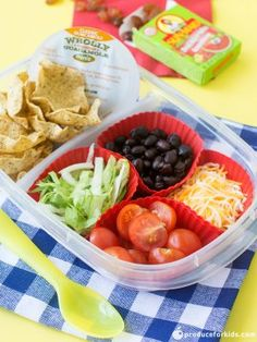 Healthy Meals For Kids DIY Nachos Lunchbox - let kids have fun with their lunchbox! These DIY Nachos are a healthier spin on lunchables. Healthy School Lunches, School Lunch Box, Healthy Snacks, Healthy Eating, Kid Lunches, Healthy Recipes, School School, Lunch Boxes, School Snacks