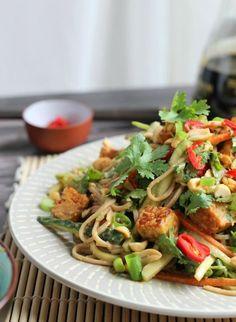 Peanut Soba Noodle Salad with Crispy Tempeh | thecookspyjamas.com