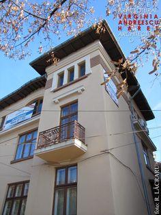 Imagini pentru case neoromanesti Mansions, House Styles, Home Decor, Decoration Home, Manor Houses, Room Decor, Villas, Mansion, Home Interior Design