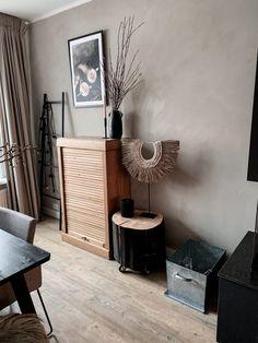 Living Room Interior, Home Living Room, Living Room Decor, Living Room Colors, Living Room Designs, Hall Design, Glass House, New Room, Bedroom Wall