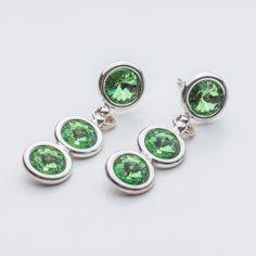 Swarovski Rivoli Earrings 6/6/6mm Peridot  Dimensions: length: 3,2cm stone size: 6mm Weight ( silver) ~ 3,30g ( 1 pair ) Weight ( silver + stones) ~ 3,95g Metal : sterling silver ( AG-925) Stones: Swarovski Elements 1122 SS29 ( 6mm ) Colour: Peridot 1 package = 1 pair  Price 9 EUR Sterling Silver Earrings Studs, Silver Jewelry, Silver Rings, Stud Earrings, Peridot, Bracelet Watch, Swarovski, Crystals, Bracelets