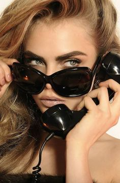 """British model Cara Delevingne (Women) was tapped for Eyewear 2013 campaign. The current """"IT"""" girl of fashion world, Cara D. stars as the muse for Cara Delevingne, Ray Ban Sunglasses Sale, Sunglasses Outlet, Sunglasses 2016, Sunglasses Online, Sports Sunglasses, Stylish Sunglasses, Black Sunglasses, Look Fashion"""