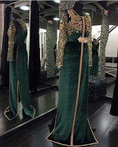 Image in caftan ♡♥ collection by Nadia ess on We Heart It Arab Fashion, Muslim Fashion, Ethnic Fashion, Dinner Gowns, Oriental Dress, Batik Fashion, Moroccan Caftan, Bridal Dress Design, Modest Wear