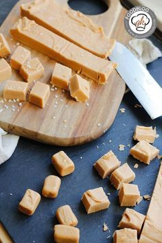 Soft caramel or caramel fudge - it doesn& matter, it& delicious ! Soft caramel or caramel fudge – it doesn& matter, it& delicious ! Salted Caramel Fudge, Caramel Recipes, Fudge Recipes, Dessert Thermomix, Sweets Cake, Chocolates, Food Inspiration, Sweet Recipes, Favorite Recipes