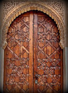 ©Andrew larsenMarocco wooden door