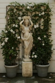 Gorgeous Everyday Statues for Your Backyard garden statue goddess Formal Gardens, Outdoor Gardens, Indoor Outdoor, Italian Garden, Garden Features, Dream Garden, Yard Art, Land Scape, Garden Inspiration