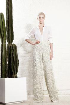 #NYFW #NewYorkFashionWeek #Spring2016 Alice + Olivia Spring 2016 Ready-to-Wear Collection Photos - Vogue