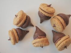 chocolate kisses and mini nutter butter cookies - acorns for thanksgiving treats Thanksgiving Chocolate Desserts, Thanksgiving Desserts, Holiday Desserts, Holiday Treats, Just Desserts, Delicious Desserts, Dessert Recipes, Yummy Food, Fall Treats