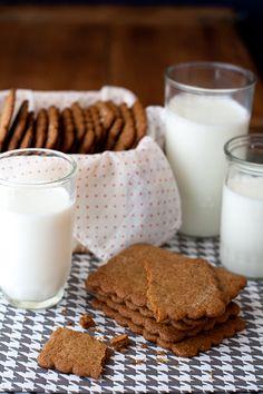 homemade graham crackers...oh dear I need to try