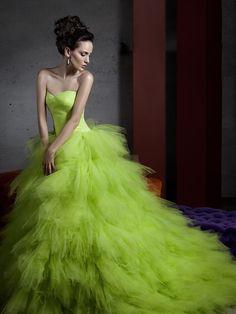 Voi osereste con un abito da sposa verde? Presso #IlGiardinodellaSposa