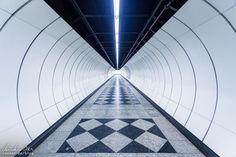 Wien: Die Ästhetik der U-Bahn - Reiseblog von Christian Öser U Bahn, Abstract, Artwork, Central Station, Architecture, Summary, Work Of Art, Auguste Rodin Artwork, Artworks