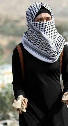 لو كان قلبك يدرك حبّي لفلسطين .. لتحطّم .. أحببتها بروحي ودمي .. فهل يوجد في الدنيا أعظم من فلسطين؟ أقولها بكلّ اقتناع وعرض وطول وارتفاع .. هذا صوتي حتّى موتي .. فلسطينيّ حتّى النخاع.