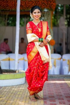 Maharashtrian Bridal Looks That We Absolutely Loved! Maharashtrian Bridal Looks That We Absolutely Loved! Wedding Dresses Men Indian, Wedding Dress Men, Indian Bridal Fashion, Saree Wedding, Marathi Saree, Marathi Bride, Marathi Wedding, Maharashtrian Saree, Saree Look