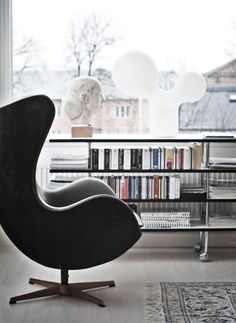 Arne Jacobsen, 'Egg Chair'.