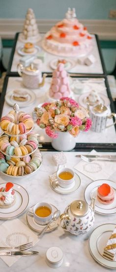 Host the most successful tea party. Shop the perfect tableware, silverware and table accessories with Boulesse.com and discover Vienna's utmost luxury and craftsmanship. https://boulesse.com/en/categories/interior/table-culture-kitchen