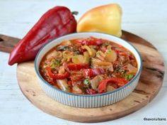 Mâncare de ardei copți cu usturoi și roșii – rețeta de post (vegană) Ratatouille, Thai Red Curry, Ethnic Recipes, Food, Essen, Meals, Yemek, Eten