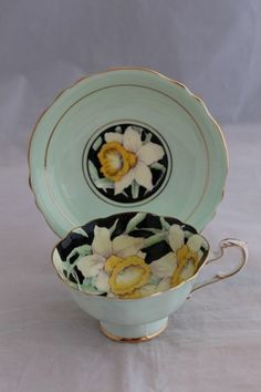 ANTIQUE PARAGON FINE CHINA TEA CUP SAUCER SET GREEN BLACK YELLOW DAFFODILS