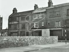 Sclater Street, Bethnal Green, weavers' houses, 1950