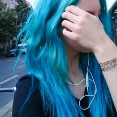 We've gathered our favorite ideas for Pretty In Atlantic Blue Hair Colors Ideas, Explore our list of popular images of Pretty In Atlantic Blue Hair Colors Ideas in blue hair dye color ideas. Dye My Hair, Best Blue Hair Dye, Teal Hair Dye, Pretty Hair Color, Hair Color Blue, Green Hair, Bright Hair Colors, Hair Dye Colors, Bright Blue Hair