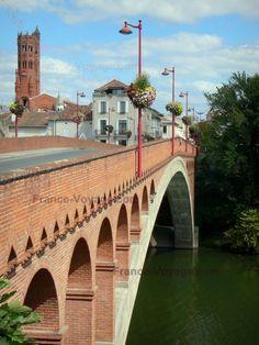 Villeneuve Sur Lot, Beaux Villages, Belle Villa, World Traveler, Romans, Bridges, Cathedral, Construction, French