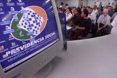 ORG XMIT: 032201_1.tif SÃO PAULO, SP, BRASIL, 21-01-2003: Atendimento no posto da previdência da rua Comendador Elias Zarzur, em Santo Amaro, um dos mais movimentados do país. (Foto: João Wainer/Folhapress, DINHEIRO)