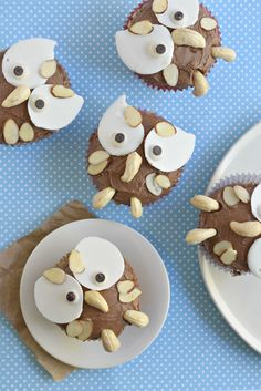 Thanksgiving celebratory Owl Cupcakes that are gluten free AND vegan! Owl Cupcakes, Vegan Cupcakes, Vegan Cake, Animal Shaped Foods, Easy Desserts, Dessert Recipes, Vegan Baking, Vegan Food, Gluten Free Recipes