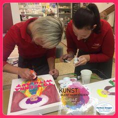 ... und wir auch!!!  Mit laufenden Schulungen wird es bei Farben Steger nicht langweilig. Gerne geben wir Neuerungen & Erlerntes weiter, damit auch ihr am neuesten Stand seid.  #künstlerbedarf #schulungen #malmittel #liquitex #farbensteger #shopping #josalzburg Liquitex, Canvas Frame, Kunst