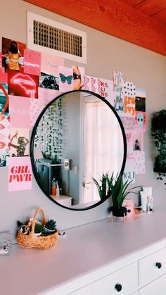 Room Ideas Bedroom, Bedroom Decor, Bedroom Inspo, Neon Bedroom, Bedroom Black, Bedroom Lighting, Retro Room, Cute Room Decor, Diy Teen Room Decor