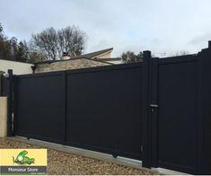 Ensemble Portail coulissant sur mesure motorisé, portillon et clôture aluminium gris anthracite. Style contemporain pour un accès sécuriser à votre propriété.