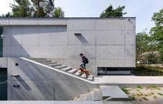 House Zeist finished inside and out in exposed concrete by Bedaux de Brouwer Architects - CAANdesign Types Of Concrete, Concrete Forms, Exposed Concrete, Concrete Houses, Concrete Building, Concrete Design, Arch House, Bungalow, Raised Patio