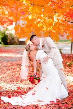 Autumn, trees, leaves, and pumpkins, these #fall #wedding ideas are gorgeous http://www.heartloveweddings.com/2012/10/colorful-fall-wedding-ideas-and-inspiration/
