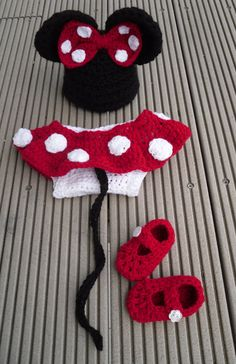 Disney Minnie Mouse  hat and baby diaper cover set with matching shoes in crochet -