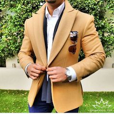 Camel vibes everyday. Credit: @inspirations_style -------------------------------- #mensweardaily #menswear #menshoes #man #menstyle #mensfashion #dapper #suit #blazer #details #layering #shirt #menwithstyle #menwithstreetstyle #powerful #gent #gentleman #fashion #fashionblogger