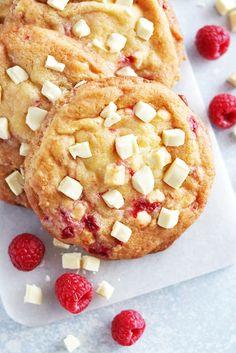 Raspberry Cheesecake Cookies - The Linkery Köstliche Desserts, Delicious Desserts, Dessert Recipes, Raspberry Cheesecake Cookies, Lemon Biscuits, Lemon Cookies, Lemon Recipes, Boston Cream Pie, Savoury Cake