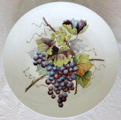 Grapes by dusting method<br /><br />Artist :Dr Corinna Siu, DBA, MBA, JD<br /><br /> Description :N/A<br /><br />Artwork size : 12 inches <br /><br />Keywords :Fruits/Food, Plate, Modern