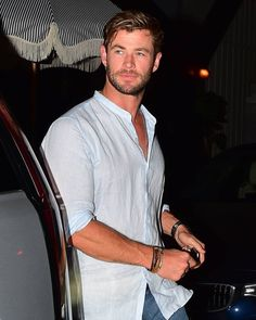 Chris Hemsworth Movies, Chris Hemsworth Thor, Top Hollywood Actors, Snowwhite And The Huntsman, Hemsworth Brothers, Marvel Entertainment, Hot Actors, Good Looking Men, Perfect Man