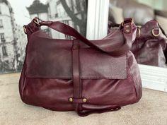 Sac besace cuir bordeaux NINON - SAHELINE Style Simple, Bordeaux, Bags, Fashion, Nice Purses, Italian Leather, Leather Working, Large Bags, Handbags