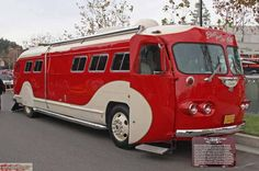 A beautifully finished '46 Flexible Clipper Bus owned by Bob Rousell of El Cajon, CA.