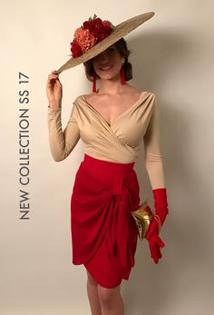 Hoy os adelantamos una de nuestros looks favoritos de esta colección. Falda Fiona roja y top Talía beige. Completamos el look con guantes de antelina, clutch dorado y una espectacular pamela de Coquét tocados. Disponible en nuestro showroom 🍀 @coquettocados #louvermarbella#showroom#mode#moda#toptalia#faldafiona#rojo#red#tocado#pamela#madeinspain#marbella#fashion#newcollection#elegant#invitadaperfecta#lainvitadaperfecta Formal Dresses For Weddings, Formal Wedding, Race Wear, Cute Dresses, Summer Dresses, Races Fashion, My Fair Lady, Pant Shirt, Skirt Pants