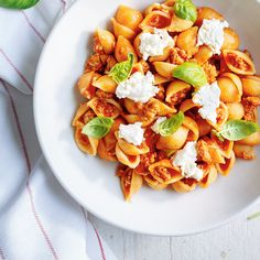 Ricotta and Sausage Pasta Pasta Recipes, Cooking Recipes, Healthy Recipes, Easy Weeknight Meals, Easy Meals, Confort Food, Parmigiano Reggiano, Sausage Pasta, Cheese