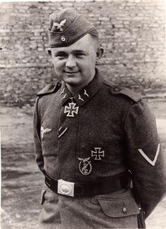 Leutnant der Reserve Arnold Huebner (1919-1981) -- RK: 7-3-42 Richtkanonier 3./Flakregiment 33 (mot.)