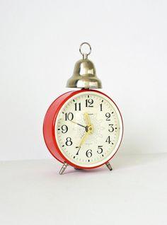 Cute little vintage clock $35 from Clockwork Universe on Etsy ... Want it!