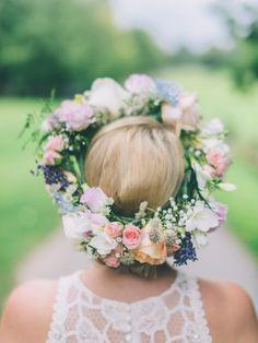 Wunderschöner Blumenkranz!  #tollwasblumenmachen #wedding #hochzeit #inspiration #flowercrown #blumenkranz