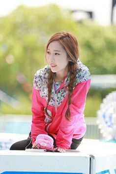 "Jessica Jung filming Chinese Program ""Run for Time""."