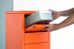 #letterman #standingovation #radius #design #orange #briefkasten #paketbriefkasten